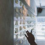 Pessoa utilizando a metodologia OKR para fazer a gestão do seu negócio.